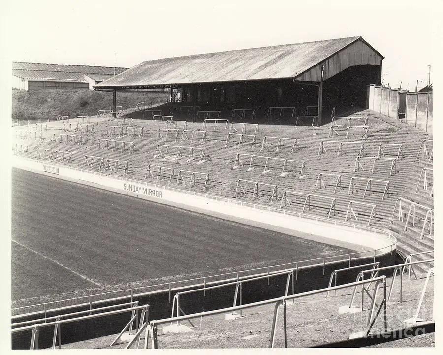 Comme une vision de paradis ! (la North Terrace du Old Den de Millwall conçue par Archie)