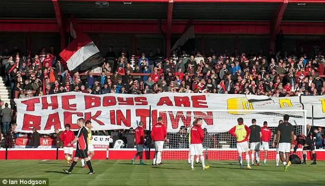 Pour le moment les boys ne sont pas back in town mais chaque semaine rapproche le Broadhurst Park des fans du FC United (Crédits Photo : dailymail.co.uk)