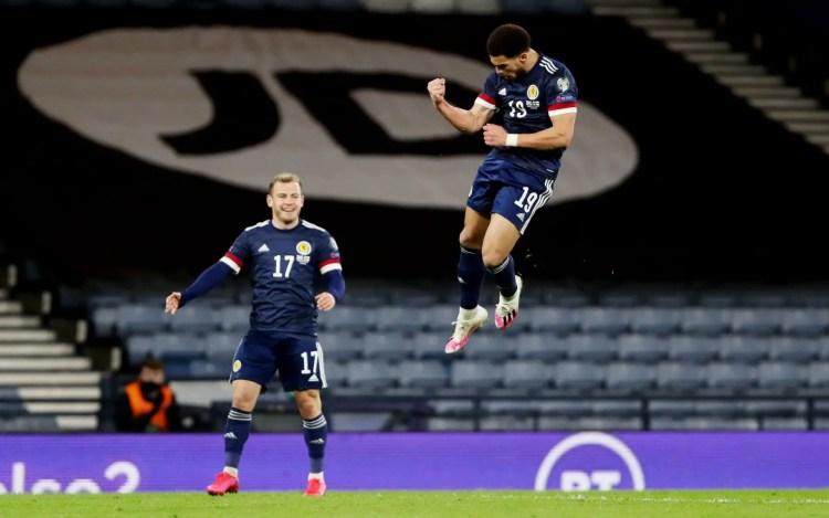 Ché Adams célébrant son premier but avec l'Ecosse (Crédits : Reuters)