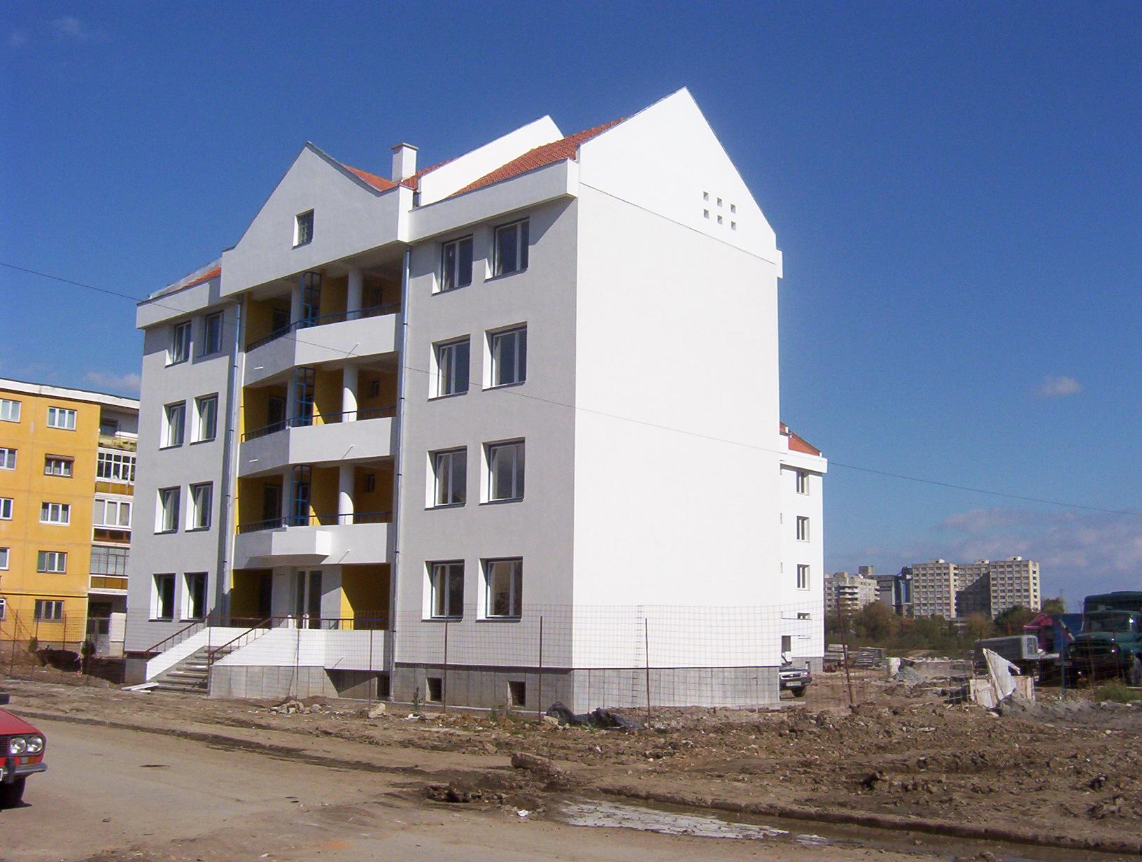 Andrea & Zoli Live in New Apartment Building