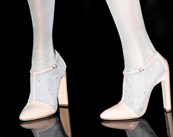Emporio-Armani8-Los-Mejores-Bolsos-y-Zapatos-Primavera-Verano2014-Milan-Fashion-Week-godustyle
