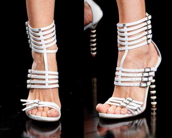 John-Richmond5-Los-Mejores-Bolsos-y-Zapatos-Primavera-Verano2014-Milan-Fashion-Week-godustyle
