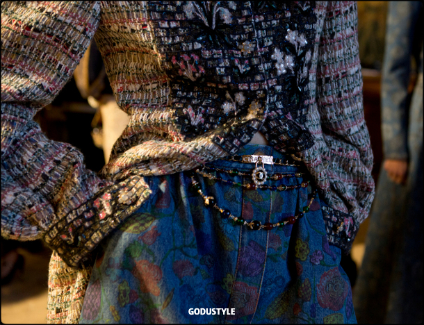 chanel-pre-fall-2021-metiers-d-art-collection-look-style-details4-moda-godustyle