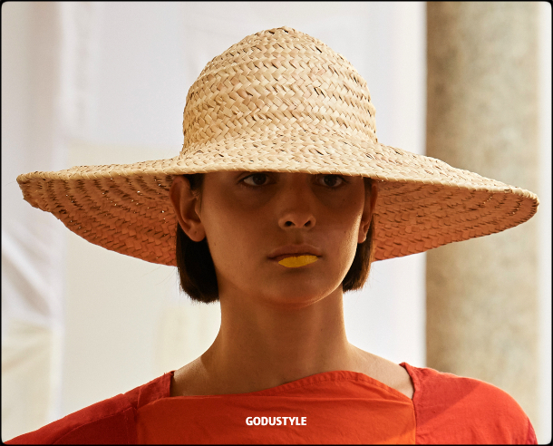 raffia- straw-hats-spring-summer-2021-accessories-fashion-trends-look8-style-details-shopping-moda-verano-goddustyle