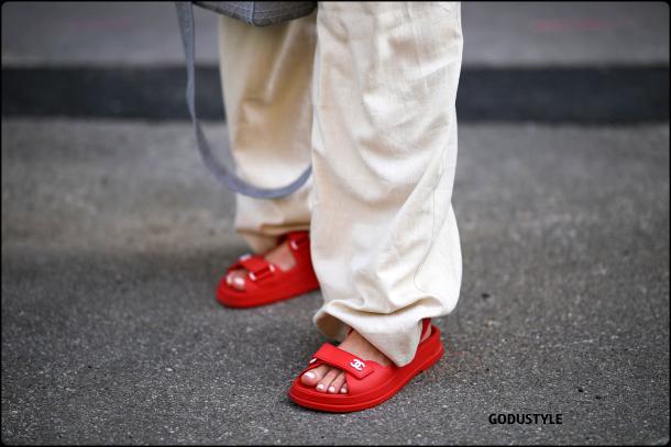 fashion-pool-slides-sandal-shoes-spring-summer-2021-trend-look5-street-style-moda-sandalias-godustyle