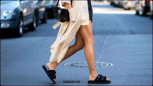 fashion-pool-slides-sandal-shoes-spring-summer-2021-trend-look6-street-style-moda-sandalias-godustyle