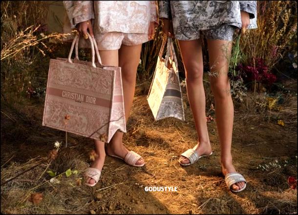 fashion-pool-slides-sandal-shoes-spring-summer-2021-trend-look8-shopping-style-moda-sandalias-godustyle