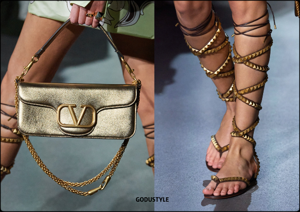 valentino-spring-summer-2022-collection-fashion-accessories-shoes-bag-look5-style-details-moda-godustyle