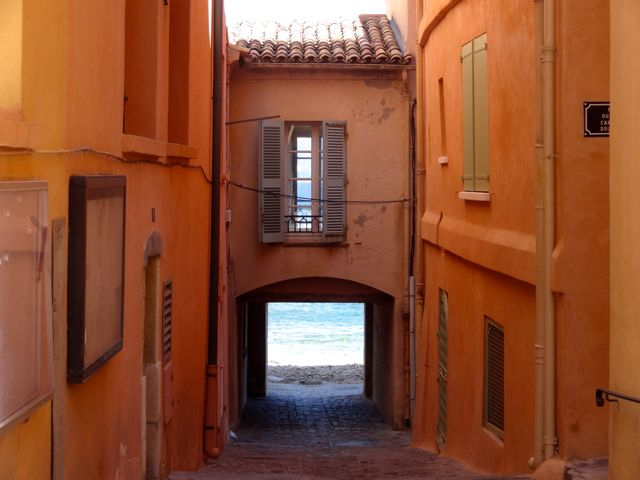 st tropes streets and beaches