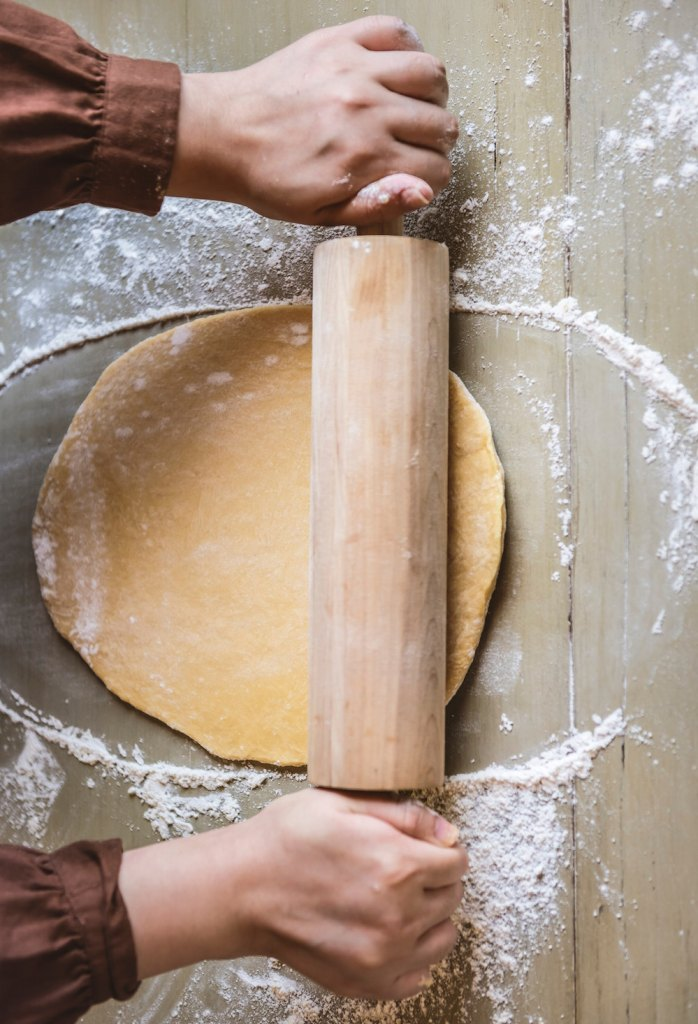 Resources to help you want to make an all-butter pie crust / Go Eat Your Bread with Joy