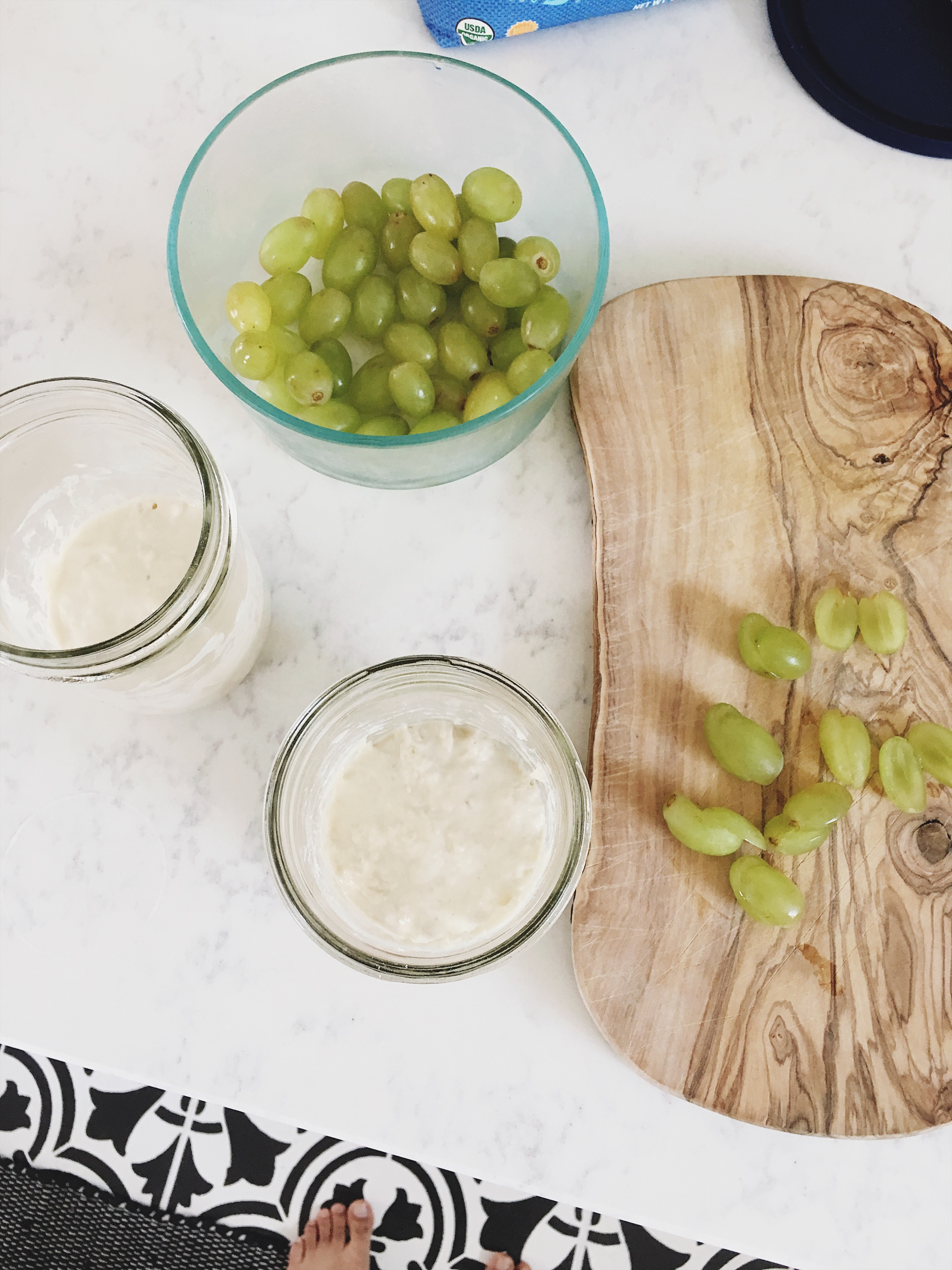 Feeding a sourdough starter green grapes: an experiment / Go Eat Your Bread with Joy