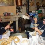 解体した豚でアリェイラを作るーFazer alheira