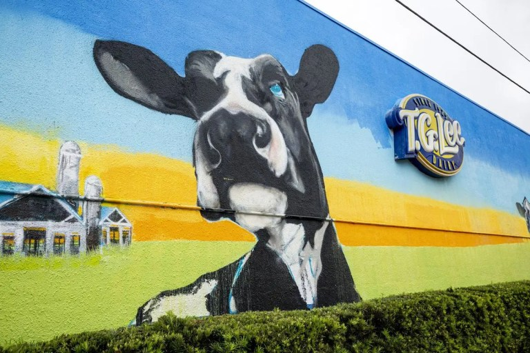 T.G. Lee Dairy mural in Orlando, FL