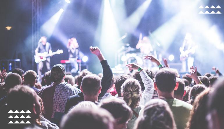 10 Kebiasaan #GenerasiGoers Saat Nonton Konser! Kamu Termasuk yang Mana?