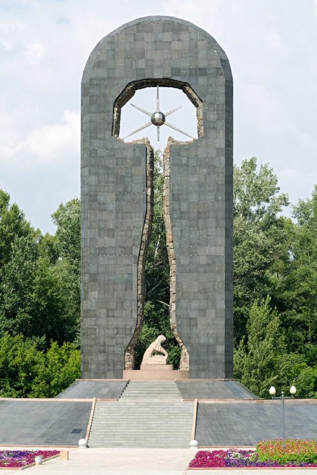 Denkmal für die Opfer des Atomwaffengeländes Semipalatinsk