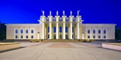Kulturpalast Karaganda zur Blauen Stunde