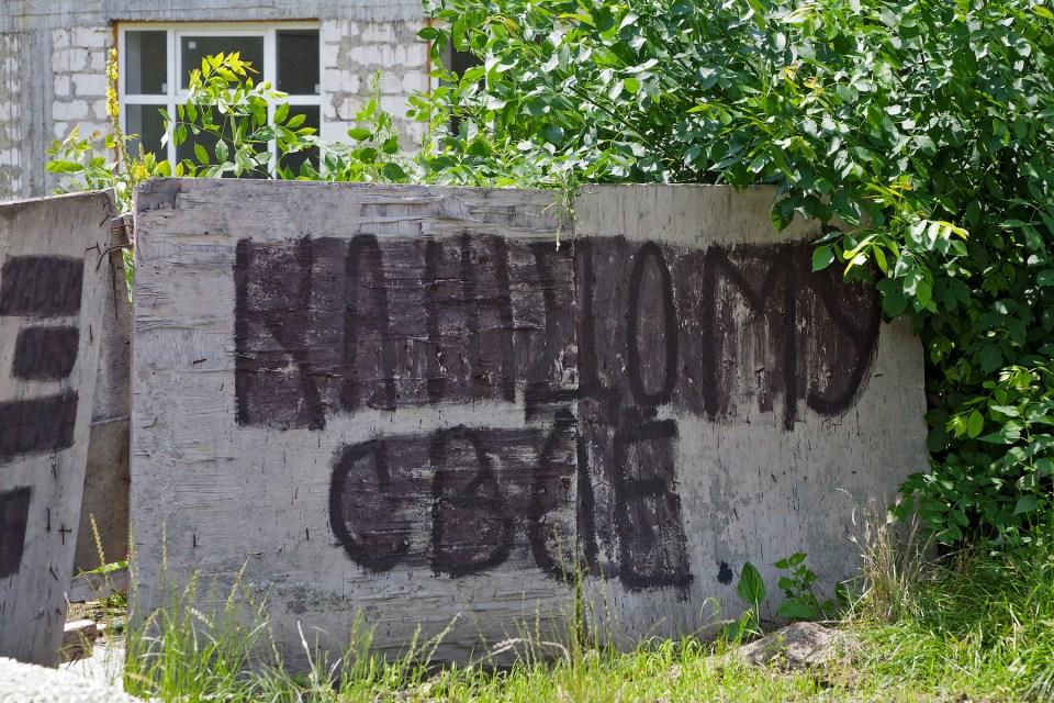 Inschrift an einer Absperrung: Jedem das Seine