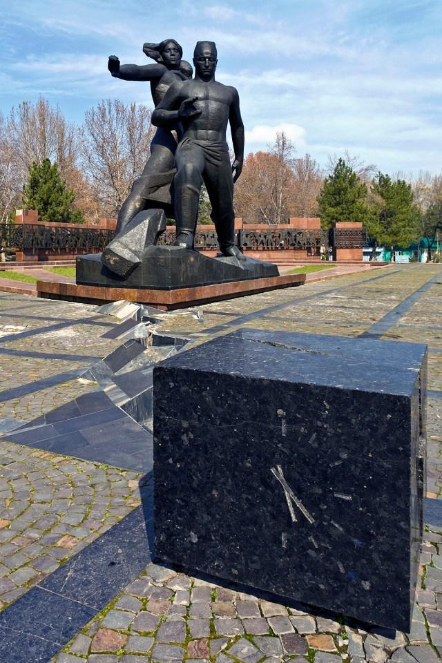 Denkmal für die Opfer des Erdbebens vom 26.04.1966