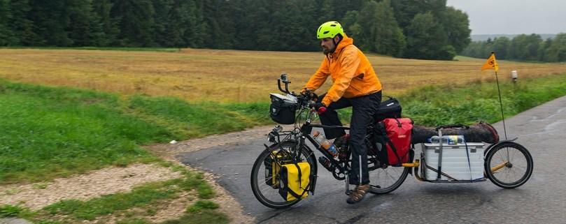 Mit dem Anhänger für unsere umfangreiche Technik unterwegs im deutschen Mittelgebirge.