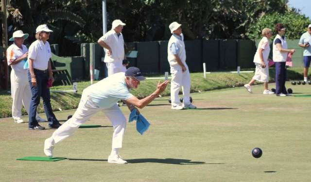 TAKING AIM: Bowlers in action at the inaugural Elsabe Kemp  Seaspray  Classic, which took place on Saturday. The tournament attracted players from Chintsa, Hogsback, Kayser's Beach and StutterheimPicture: SARAH KINGON
