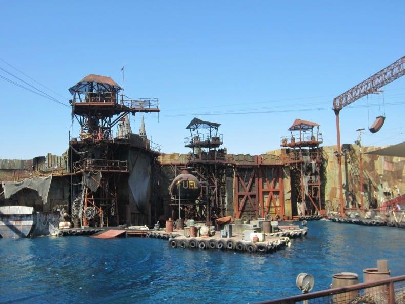 Universal Studios is an amusement park.