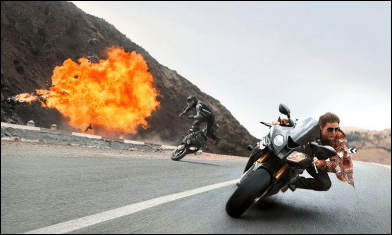 tom cruise ethan hunt mission impossible rogue nation motorcycle chase stunt