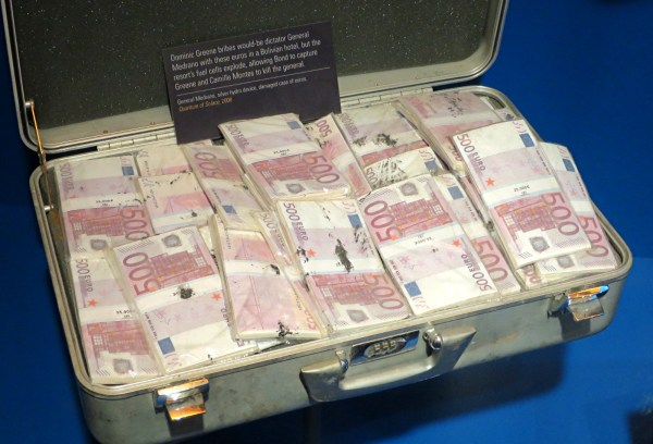 fake money in briefcase, quantum of solace