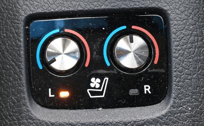 2016 toyota avalon hybrid sear warmer controls