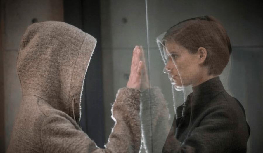 """Morgan (Anya Taylor-Joy) and Weathers (Kate Mara) talk, from """"Morgan"""""""