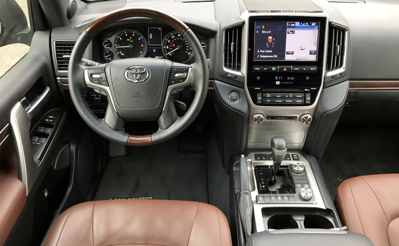 2017 toyota land cruiser front dash with steering wheel