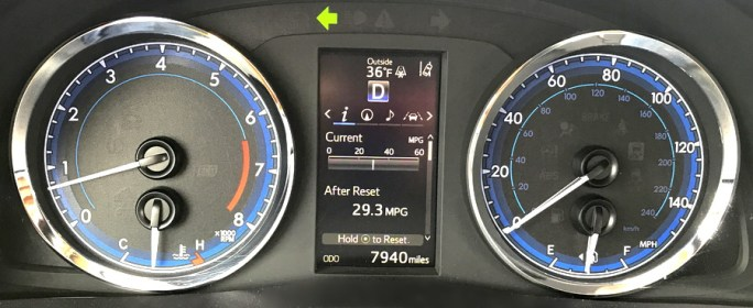 2017 toyota corolla xse front dash gauges