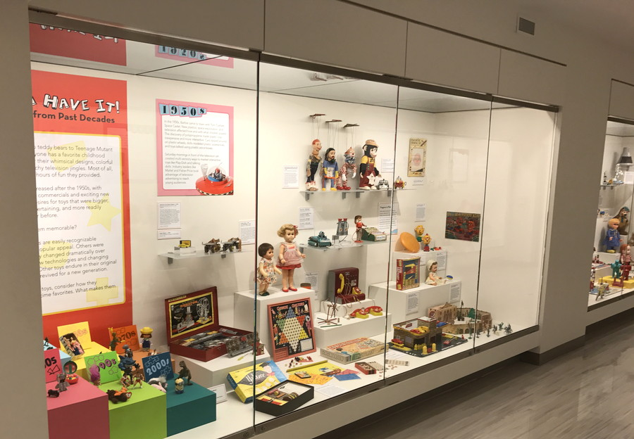 old toy exhibit, national museum toys miniatures kc