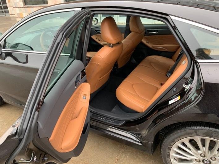2019 toyota avalon hybrid rear legroom
