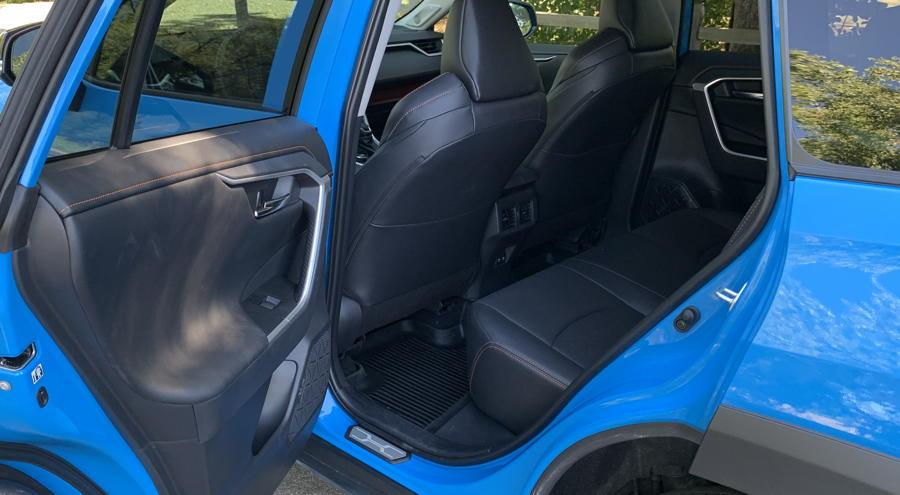 2019 toyota rav4 adventure awd - rear seat leg room