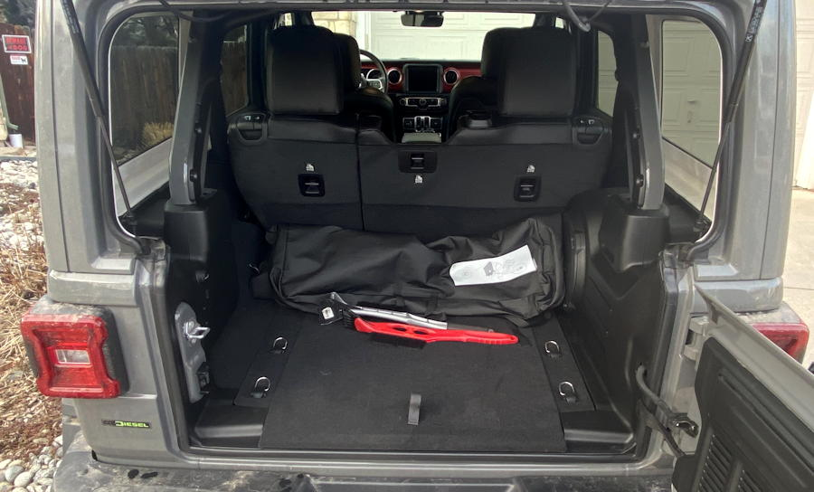 2020 jeep wrangler unlimited rubicon 4x4 - back hatch trunk space