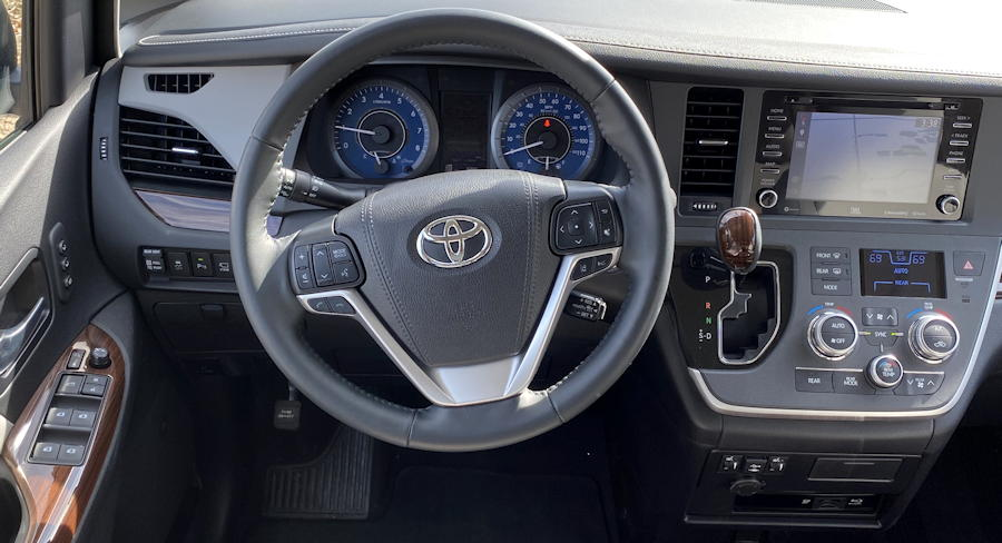 2020 toyota sienna ltd - front dashboard