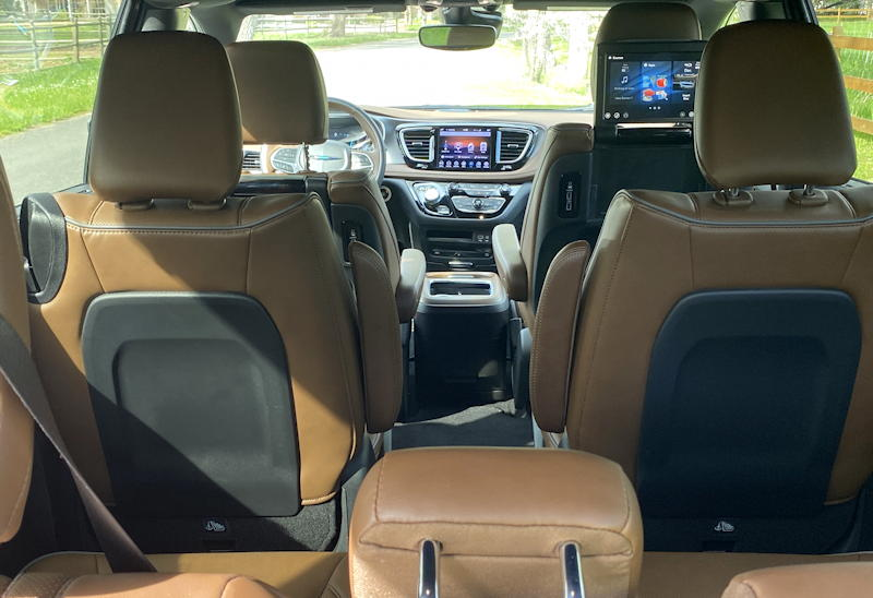 2019 chrysler pacifica plug-in hybrid limited - interior