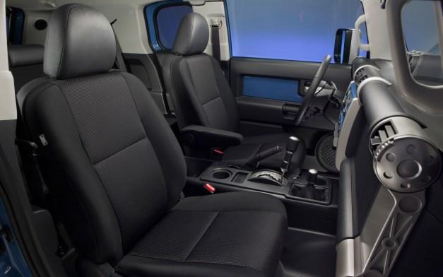 2013-Toyota-FJ-Cruiser-interior-front-seats