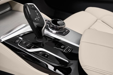 P90389119_highRes_the-new-bmw-530i-tou