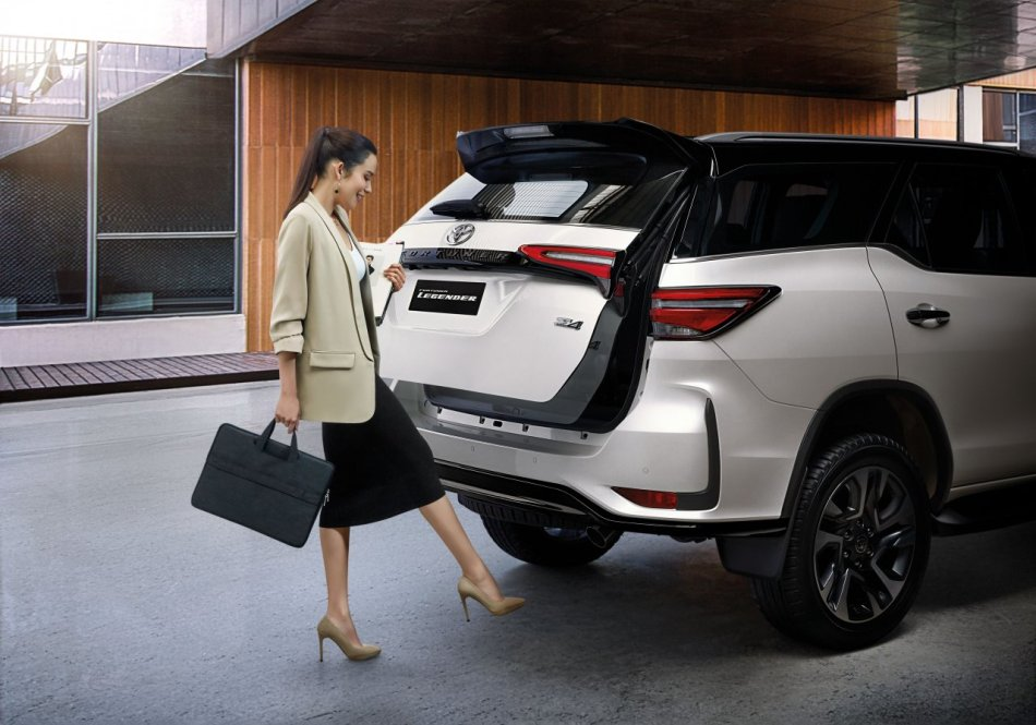 2021 Toyota Fortuner Legender Hands-Free Power Liftgate