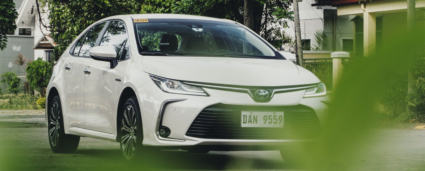2020 Toyota Corolla Altis 1.8 V Hybrid Review (With Video)