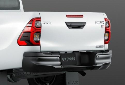 2022-Toyota-Hilux-Z-GR-Sport-Japan-9