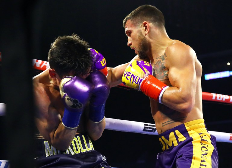 Vasiliy_Lomachenko_vs_Anthony_Crolla_action2