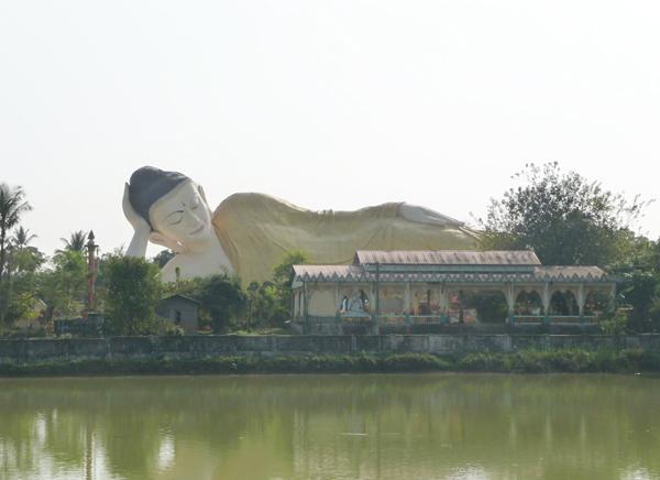 Der im Freien liegende Buddha in Bago
