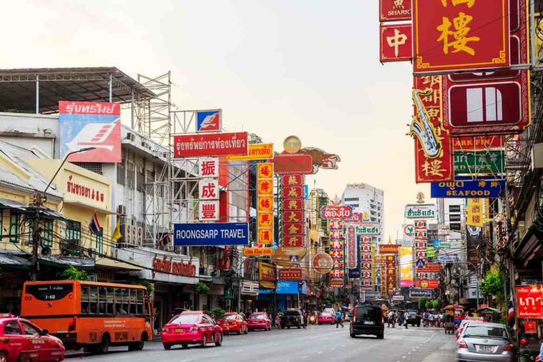 gogirlrun_shutterstock_bangkok_chinatown