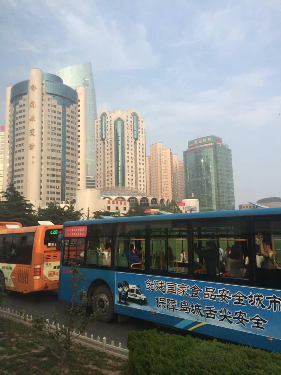 Straßenverkehr in Qingdao