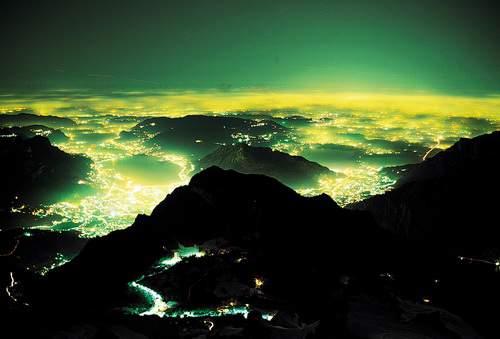 Visione di notte dalla vetta della Grigna Meridionale su Lecco e Brianza