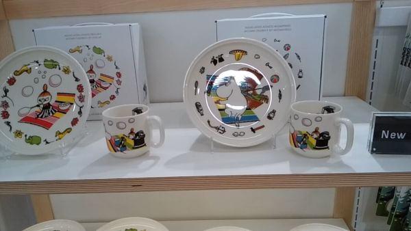 イッタラデザインセンターの店内(ムーミンの皿)