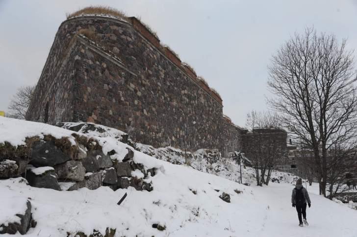 スオメンリンナの要塞。石造りの堤防を見ることができる