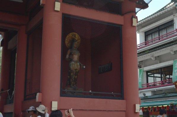 Kaminari-mon Statue 2
